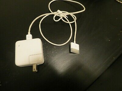 Apple iPod Power Adapter charger Model A1070 and FireWire 400 sync cable