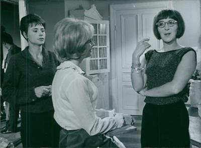 A scene from the film For friendship's sake. 1965 - Vintage photo
