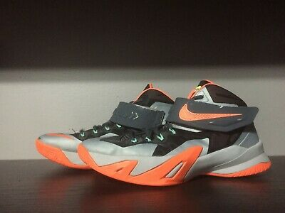 6945be28dce Nike Zoom Lebron Solider 8 Basketball Shoes - Youth Size 6.5Y (653645-007