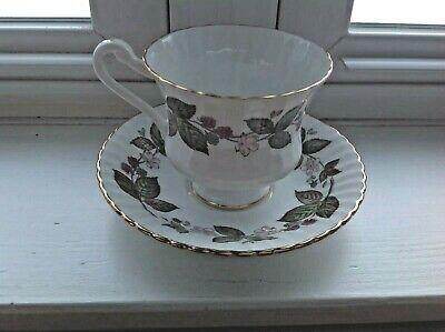 Paragon England Bone China 5 Tea Cups & Saucers Green White Pink Raspberries