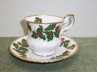 1 Rosina Queens YULETIDE  Footed Cup & Saucer