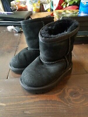 25e2993f546 UGG BLACK CLASSIC Short Suede Sheepskin Boots TODDLER Size US 7,UK 6 ...