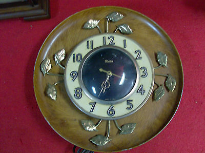 United Wall Clock Self Starting  United clock Co. Electric. Brown/gold