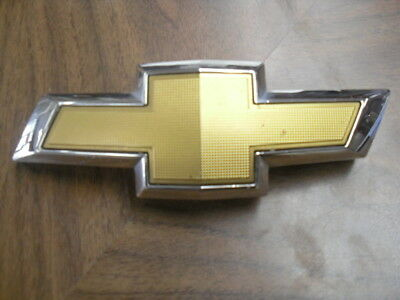 Front General Motors Genuine GM 10359862 Grille Emblem