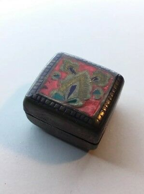 "Vintage Small Chinese Square Red Cloisonne box 2 Sided Snuff Box 1-1/8""x1-1/16"""
