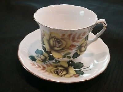 Vintage QUEEN ANNE YELLOW ROSE TEACUP & SAUCER - ENGLISH BONE CHINA 1960's