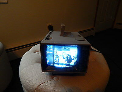 """VINTAGE Tote Vision 5"""" Black & White Portable Television HY-5500 (Working)"""