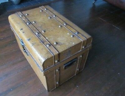 Antique Vintage Metal Trunk Storage Box Steamer Railway Trunk With Brass Lock