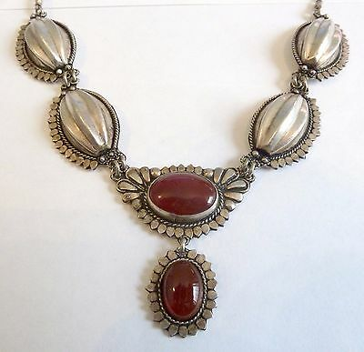 A Vintage Erdem Silver Tone Necklace With Carnelian Stones