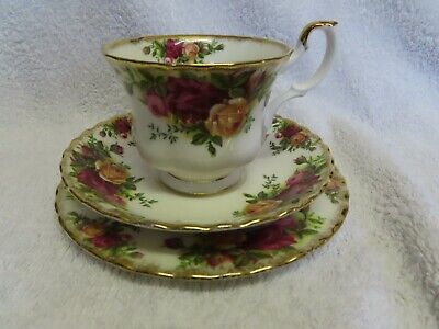"""Royal Albert """" OLD COUNTRY ROSES """" Tea trio made in England  ~"""
