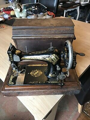 Vintage 1906 28k Hand Cranked Singer Sewing Machine & Wooden Case