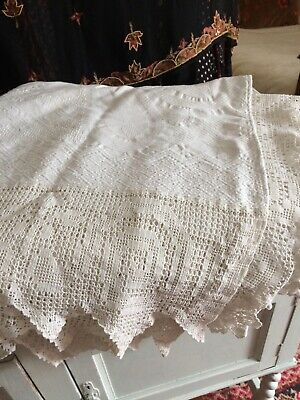 Beautiful vintage double bedspread with lace trim lovely condition.