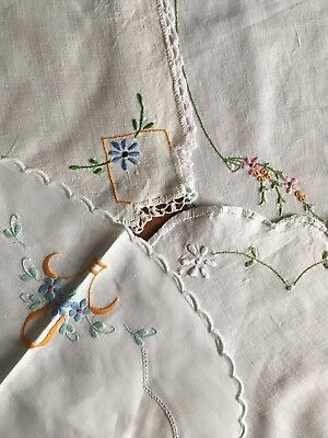 4 Pretty Vintage Linen Daisy Embroidered Centrepieces, Doilies Craft or Use