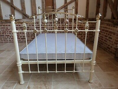 Super quality pretty Victorian style 4ft brass and iron double bed in cream