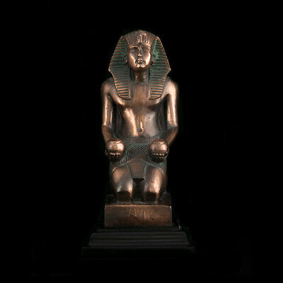 statue ancient Egyptian temple athletic pharaohs king Thutmose museum replica