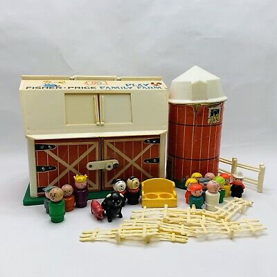 Vintage Fisher Price Little People Lot Play Farm Barn House Silo Figures Set 915