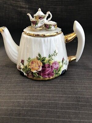 ROYAL ALBERT OLD COUNTRY ROSE Novelty Teapots