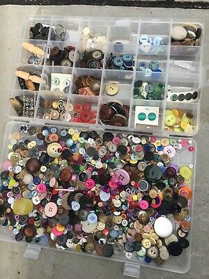 Over 1kg  BAG OF ASSORTED MIXED BUTTONS, BEADS & BITS - ARTS CRAFTS SEWING (C)
