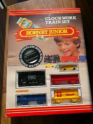 Hornby Junior Clockwork Train set R777 Excellent condition (missing green car)