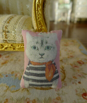 Dollhouse Cute lovely Disguised Kitten Miniature 1/12 Scale Pillow
