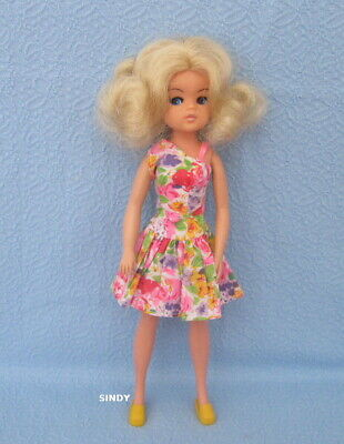 Sindy  Doll 2 Gen  1979  Pedigree  Center  Part   Blonde   Hair   Dressed