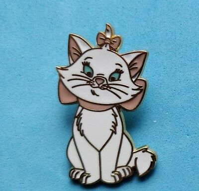 .Disney trade pin MARIE SITTING FROM THE ARISTOCATS (I COMBINE THE P&P)1
