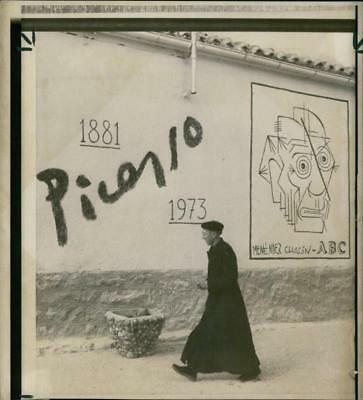 A priest passing a drawing - Vintage photo
