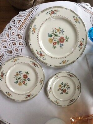 3 Pc Place Setting in 1976 Kingswood by Royal Doulton English Porcelain