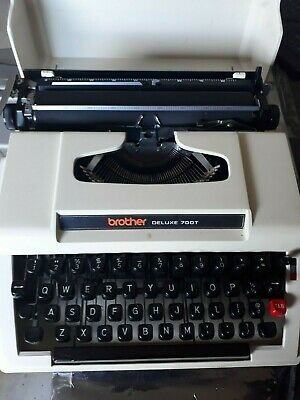 Brother Deluxe 700T small portable type writer