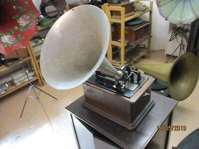 A  good all original 2 & 4 minute Edison working cylinder phonograph