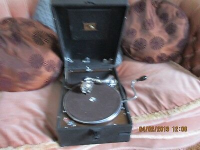 A good HMV 102 Gramophone Phonograph with 5A soundbox