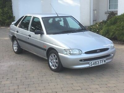 FORD ESCORT FINESSE  16v VERY LOW MILEAGE OF ONLY  15,114 MILES