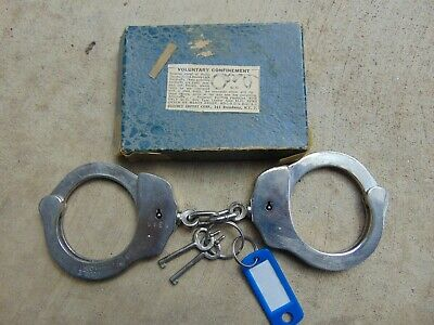 1 OLD VINTAGE  HANDCUFFS IN BOX WITH KEYS          locksmith