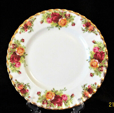 """ROYAL ALBERT    """"Old Country Roses""""    Salad/Entree Plate    Excellent Condition"""