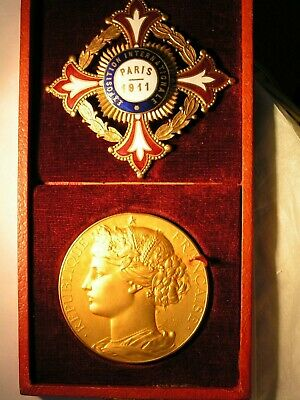 Exposition Exhibition Internationale Paris 1911 medal and sash badge in case