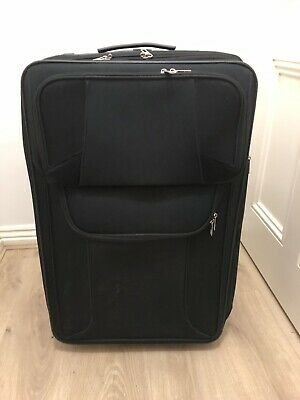68cm Suitcase With Expandable Zip- Lightweight 3.6kg - Very Good Conditions