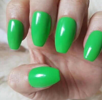 Hand Painted Green False Nails. 20 Short Coffin Press-on Nails. Glossy.