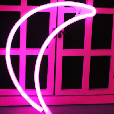 XIYUNTE Neon Moon Light - LED Pink Neon Sign Moon Shaped Hanging Neon Light Wall