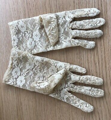 A Vintage Pair of Ladies Gloves - Small to Medium - ? 1950s