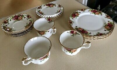 Royal Albert OLD COUNTRY ROSES bone china. 16 piece tea set (3 places). Ex cond