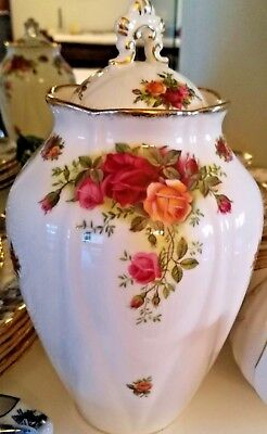 Royal Albert Old Country Rose - England Vase with Lid
