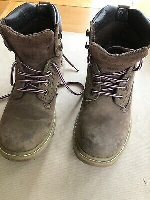 caterpillar Womans boots Size 4