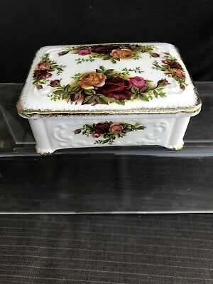 ROYAL ALBERT OLD COUNTRY ROSE Nice Size Trinket Box