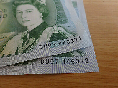 One Pound Note x2 Uncirculated Consecutive Serial Numbers Bank Of England