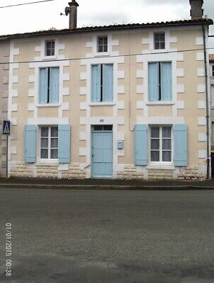 house in france, area 79310, for sale on a lock stock and barrel price £43,000