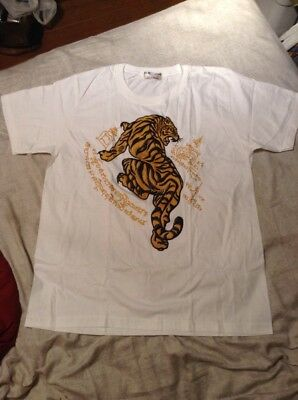 d3a462d37044a MUAY THAI T-SHIRT with Traditional Twin Tiger Sak Yant Design ...