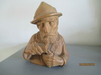 BLACK FOREST  QUALITY WOOD CARVING MAN LIGHTING PIPE 11.80 cm high