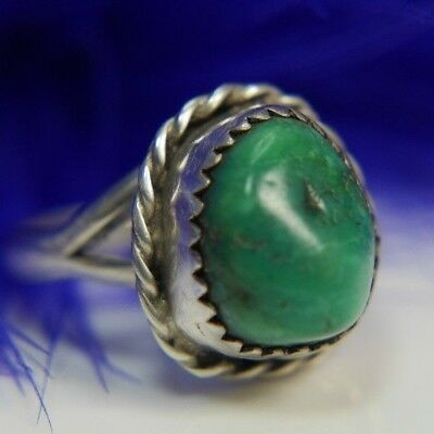 Vintage Green Turquoise Hand Wrought 0.925 Sterling Silver Ring size 4.5