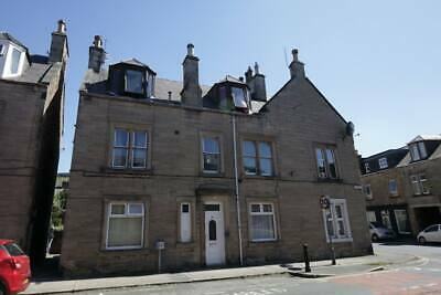 Galashiels Home; 4 bedroom 2 bath & showers with private garden & ample storage