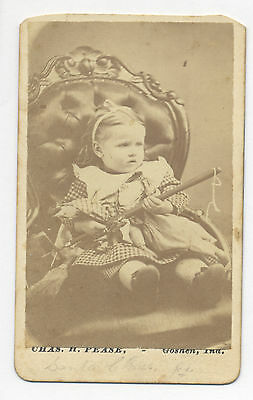 1870's CDV PHOTO: GIRL W/ POPCORN POPPER, HEADLESS DOLL & BROOM. RARE SUBJECT